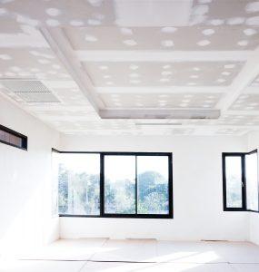Placo au plafond avec bande