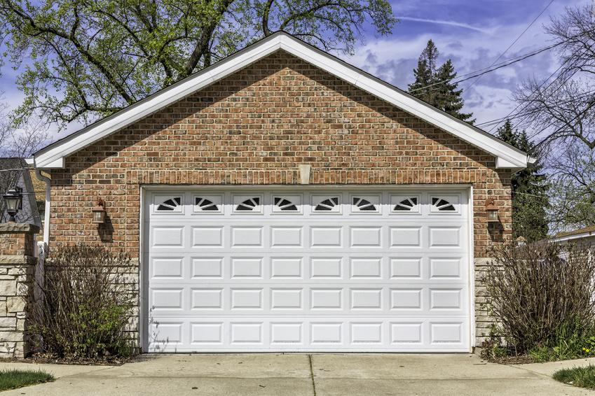 Garage indépendant avec une porte XXL