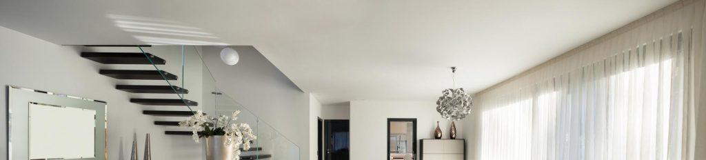 Plafond tendu dans une maison neuve