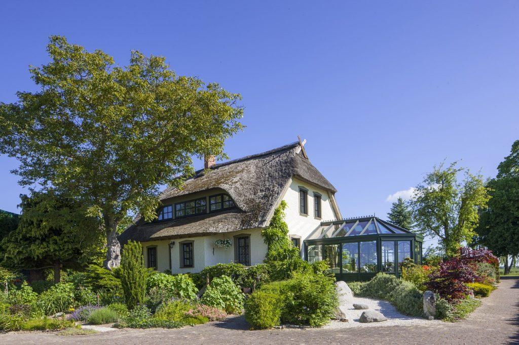 Extension d'une maison grâce à une véranda vitrée