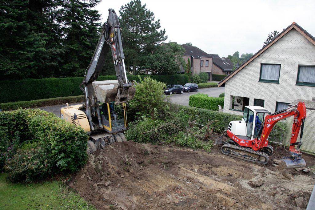 Terrassement d'un terrain par deux Bulldozers